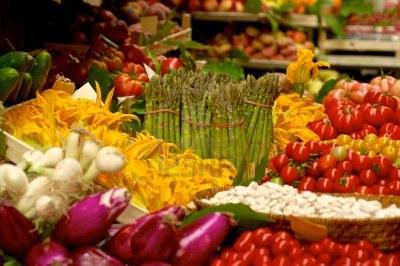 Farbenprächtiger Gemüsemarkt in Italien