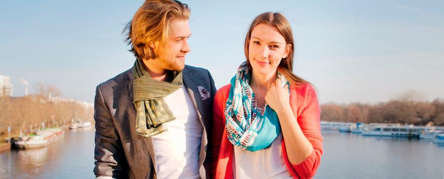 Lisa und Lennart mit Schlauchtuch und Schal bedruckt PNG