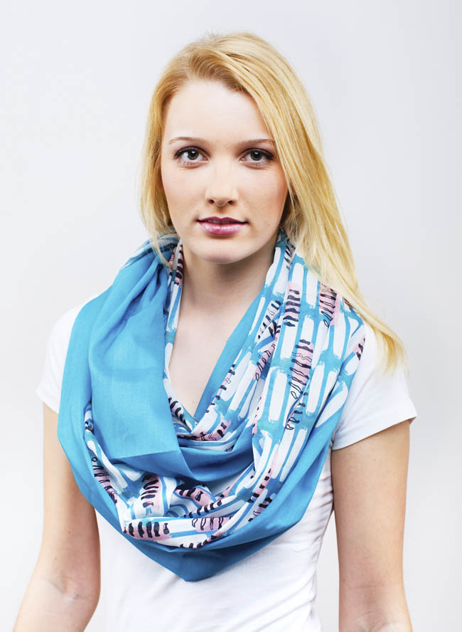 Toni mit Schlauchtuch für Damen mit Fusilli Print in Ozean Türkis